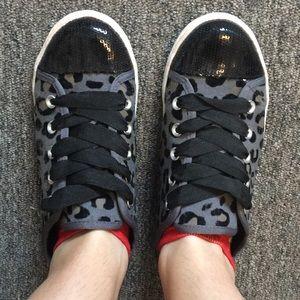 Shoes - Tennis shoes